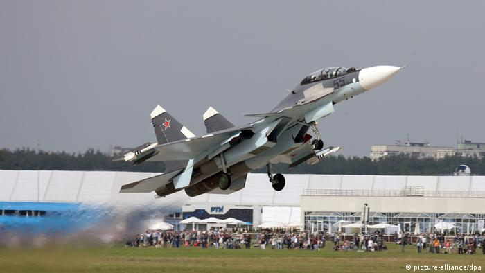 Kampfjet Sukhoi-30 bei Flugshow in Russland (picture-alliance/dpa)