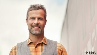 Der HIV-positive Holger, der Geschäftsführer einer Agentur ist, die Spenden für gemeinnützige Organisationen einwirbt - Foto: BZgA