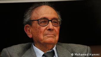 أحمد المستيري، رفيق درب الرئيس الراحل الحبيب بورقيبة الذي انشق عليه ليقود المعارضة الديمقراطية الاجتماعية