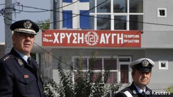 Σε «στενούς δεσμούς με τα σώματα ασφαλείας και τους πολιτικούς» αναφέρεται το Spiegel
