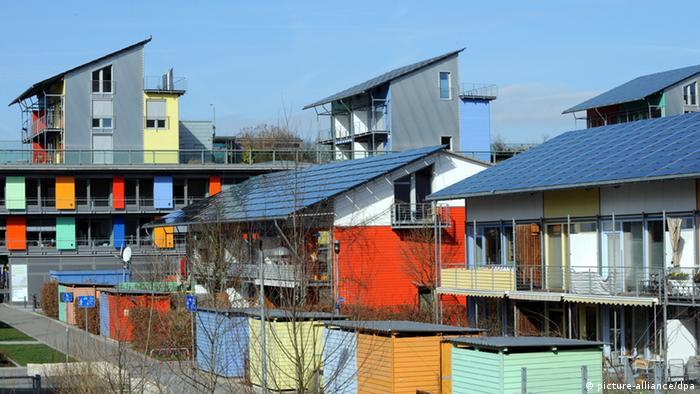 مجتمعی مسکونی در شهر فرایبورگ آلمان که خانههای آن از انرژی خورشیدی استفاده میکنند