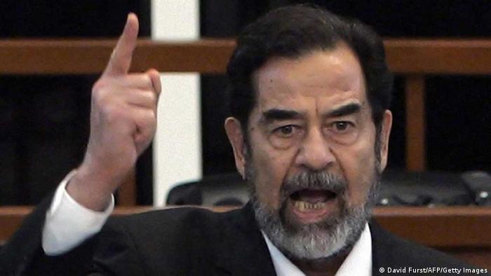 Saddam Hussein vor Gericht (David Furst/AFP/Getty Images)