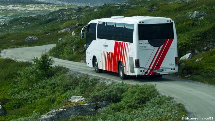 A bus driving in western Norway on 03.08.2011. Foto: Patrick Pleul