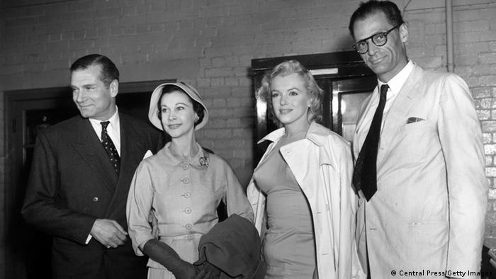 Vivien Leigh with Marilyn Monroe, Arthur Miller and Laurence Olivier (Photo: Central Press/Getty Images)