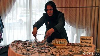 در 25 غرفه نیز صنایع دستی زنان و برخی از اموال تجارتی آنان به نمایش گذاشته شده اند.