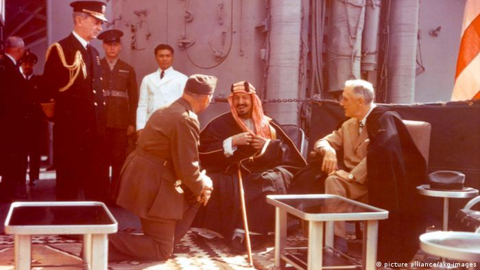 Roosevelt und König Saud Archiv 1945 (picture alliance/akg-images)