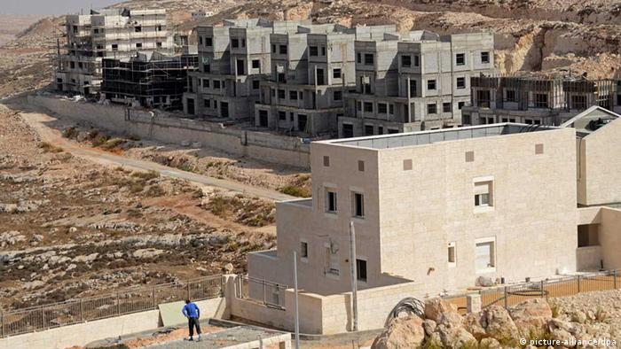 Image #: 25254181 An overview of new Jewish housing units in the Pisgat Zeev Settlement, north of Jerusalem, in the West Bank , November 5, 2013. Israeli Prime Minister Benjamin Netanyahu announced that Israel will build 5,000 new housing units in East Jerusalem and the West Bank, after releasing 26 Palestinian prisoners last week. US Secretary of State John Kerry arrives in Israel tonight to hold talks with Israeli and Palestinian leaders tomorrow. The Palestinians see Israeli settlements as a major obstacle in the peace negotiations. UPI/Debbie Hill /LANDOV Eingestellt von Martin Koch (mak)