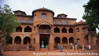 Der Palast des Sultans der Bamum in Foumban, Kamerun (Foto: picture alliance/Julia Bayne/Robert Harding)