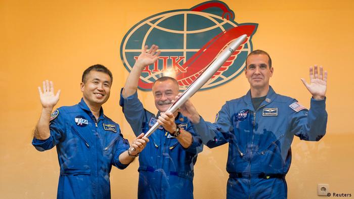 Die Raumfahrer Koichi Wakata (l.), Mikhail Tyurin und Rick Mastracchio brachten die Fackel ins All. (Foto: Reuters)