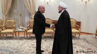 Sepp Blatter (links) mit dem iranischen Staatspräsidenten Hassan Rohani in Teheran (Foto: president.ir)