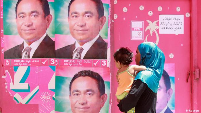 A Maldivian woman looks at posters of Maldivian presidential candidate Abdulla Yameen ahead of their presidential election in Male November 7, 2013. The Maldives is set to hold a presidential election on Saturday after two recent polls were abruptly aborted, blocking the country's first democratically elected leader from returning to power. The Indian Ocean island state, famous for luxury holiday resorts and picturesque atolls, has been in political turmoil since February 2012, when Mohamed Nasheed was ousted as president in circumstances his supporters called a coup. Photo: Reuters.