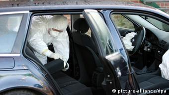 Специалисты ищут следы полония в автомобиле