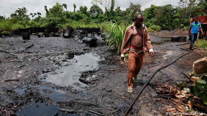 Abandoned illegal refinery Bayelsa© AP Photo/Sunday Alamba