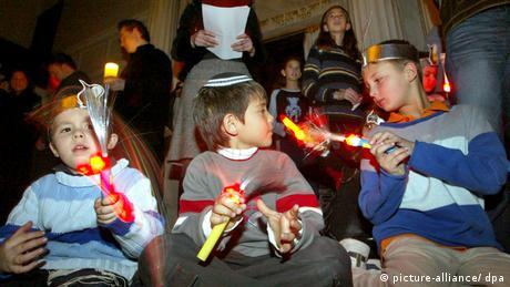 Chanukka Feier in Shanghai ARCHIVBILD 2004