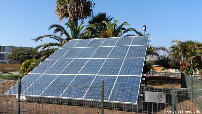Planta fotovoltaica en la Universidad de Antofagasta, en el norte de Chile.