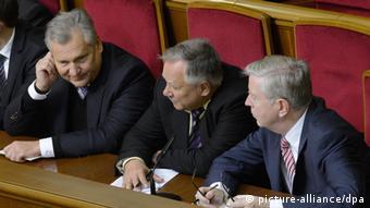 Александр Квасьневский (слева) и Пэт Кокс (справа) на заседании Верховной рады 8 ноября