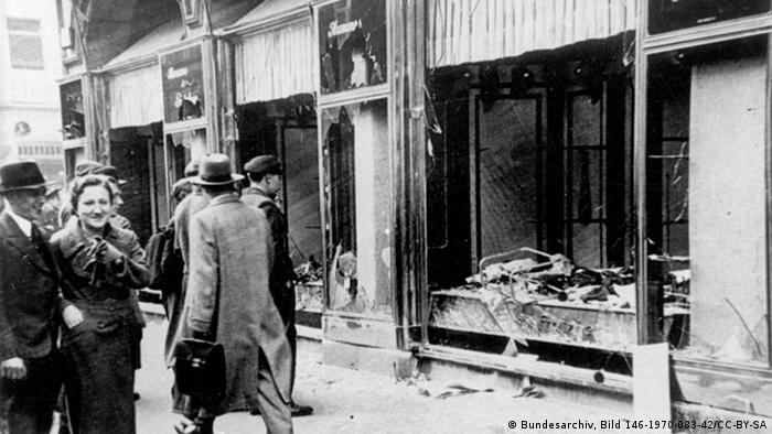 Looted Jewish business in Magdeburg (Bundesarchiv, Bild 146-1970-083-42/CC-BY-SA)