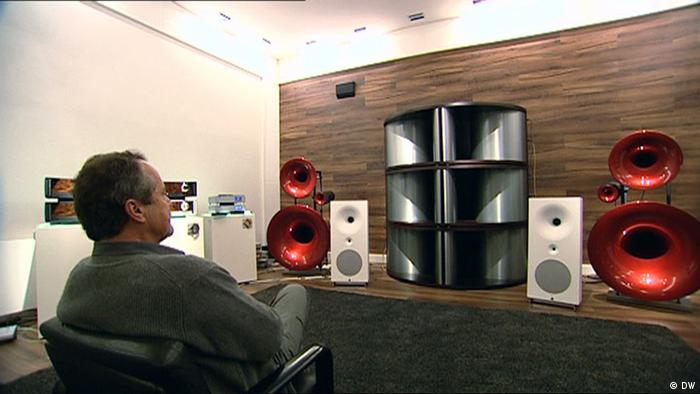 Hall Acoustics in the Living Room - Spherical horn speakers