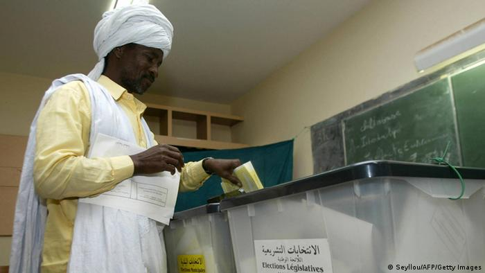 Nouakchott, MAURITANIA: A Mauritanian man votes in Nouakchott 19 November 2006. Voters in Mauritania went to the polls today to choose parliamentary and local government representatives in the Islamic republic's first elections since the end of 21 years of autocratic rule in a bloodless coup last year. AFP PHOTO/SEYLLOU (Photo credit should read SEYLLOU/AFP/Getty Images)