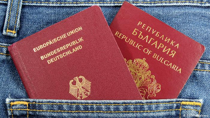 Deutschland Bulgarien Symbolbild Doppelte Staatsbürgerschaft Reisepass