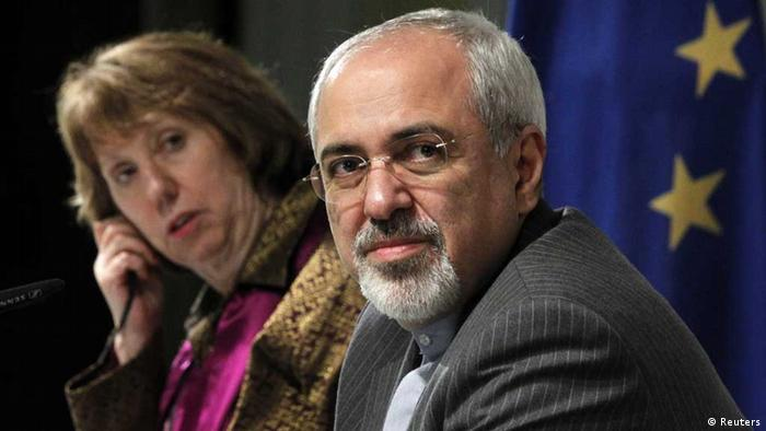 REFILE - ADDITIONAL CAPTION INFORMATION IN SECOND SENTENCE OF ATTRIBUTION OF QUOTE European Union foreign policy chief Catherine Ashton (L) and Iranian Foreign Minister Mohammad Javad Zarif attend a news conference at the end of the Iranian nuclear talks in Geneva November 10, 2013. Zarif and Ashton said on Sunday they hoped Iran and six world powers would reach an agreement when they gather again in 10 days, adding that the latest round of talks on Tehran's nuclear programme was something all delegations can build on. REUTERS/Jason Reed (SWITZERLAND - Tags: POLITICS) --- eingestellt von haz