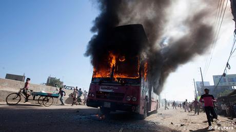Bangladesch Dhaka Bus Feuer brennender Bus