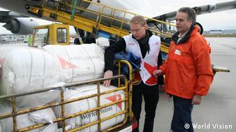 Hilfsgüter werden am Frankfurter Flughafen für die Taifun-Opfer auf den Philippinen geladen - Foto: World Vision