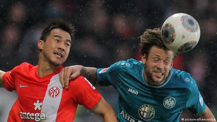 Mainz and Frankfurt players contest for the ball