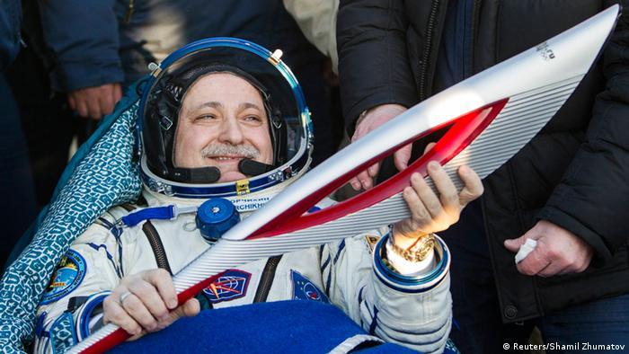 Космонавт Федер Юрчихин с факелом в руках