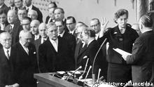 Elisabeth Schwarzhaupt erste Ministerin in Deutschland Archiv 1961