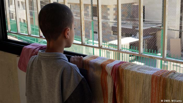 7 year old Abdallah was abandonned by his uncle at the Home of Hope. Syrische Kinder fliehen alleine in den Lebanon Copyright: Andreane Williams, DW Mitarbeiterin, Lebanon, Oct. 2013