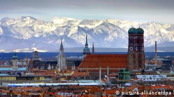 A view of Munich with the Alps behind Photo: Garmisch/Kneffel/Farthofer dpa/lby