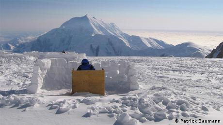 A loo in the snow on Mount Denali (Photo: Patrick Baumann)