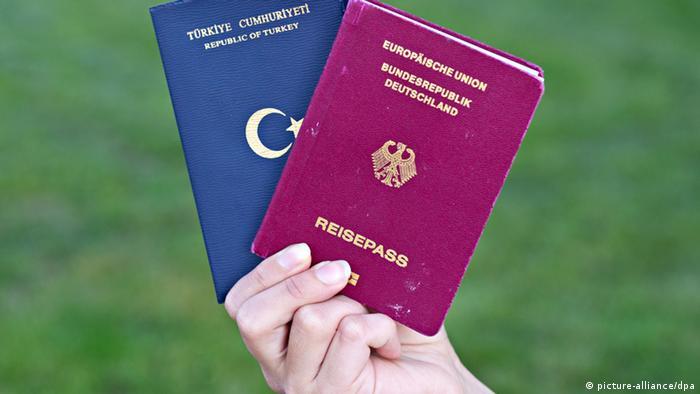 Two passports: German and Turkish Photo: Daniel Bockwoldt/dpa (zu dpa Minister Schmid: Wirtschaft würde von Doppelpass profitieren vom 07.06.2013)