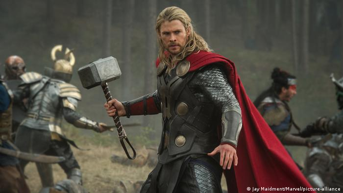 Filmszene Thor 2 - The Dark Kingdom Schauspieler Chris Hemsworth (Jay Maidment/Marvel/picture-alliance)