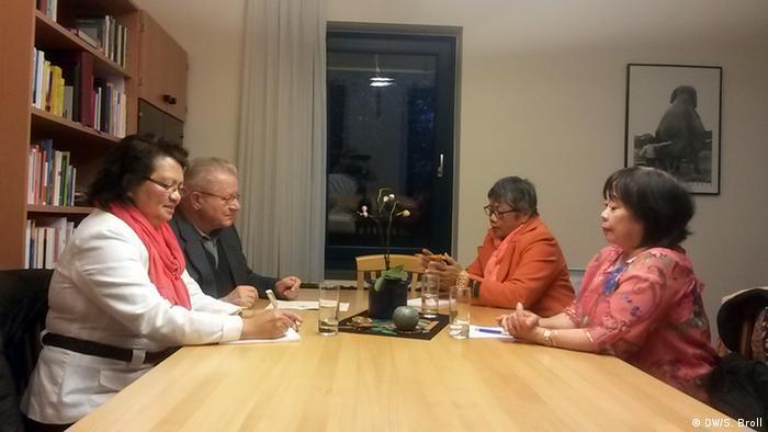 Linda Aytin, Pater Rudolph Holzgartner, Mina Krämer und Puri Dacuba (Foto: DW/S. Broll)