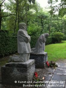 Sculpture 'The parents' (1932) from Käthe Kollwitz in Belgium, Photo. Kunst-und Ausstellungshalle der Bundesrepublik Deutschland