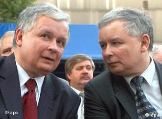 Polish President Lech Kaczynski and his twin brother Prime Minister Jaroslaw