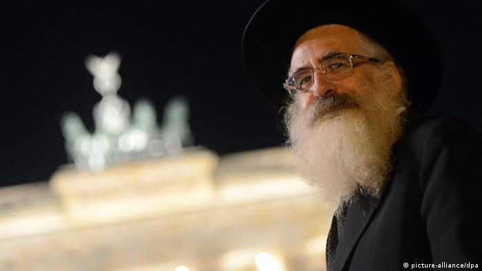 Rabbiner vor dem Brandenburger Tor (Foto: Britta Pedersen/dpa)