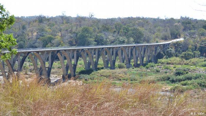 Estrada Nacional 1 ao pé da Gorongosa, a via onde houve o maior número de ataques da RENAMO