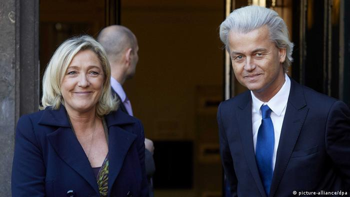 Dutch leader of the PVV Geert Wilders (R) welcomes Marine Le Pen, leader of the French National Front (Photo: EPA/Valerie Kuypers)
