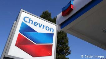 Chevron Schriftzug Tankstelle