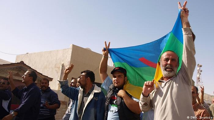"An Amazigh protest in Zwara. Amazighs fear that they won´t be able to defend their rights through the 60 seats committee set to write Libya´s Constitution, which will rule on majorities of two-thirds plus one. ""We want agreement based on consensus, not on majorities,"" activists told Deutsche Welle. Copyright: Karlos Zurutuza, DW, Libya, Nov. 2013"