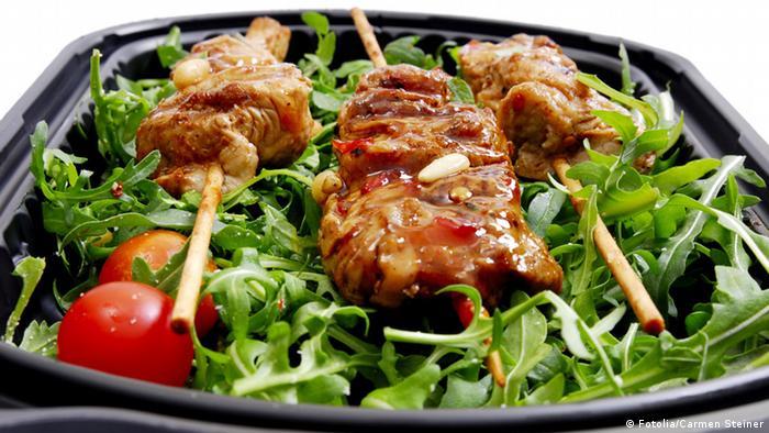 Шашлык с салатом
