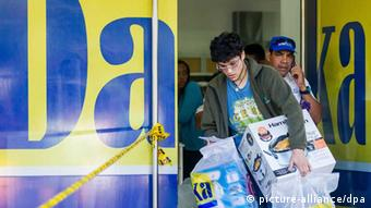 Venezuelan man buys some appliances at Daka national chain store in Caracas, Venezuela. (Photo: Miguel Gutierrez / Efe)