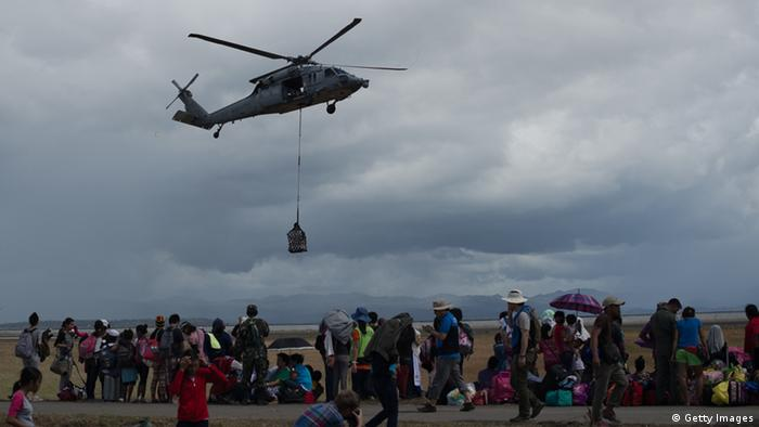 A US navy helicopter delivers relief supplies at Tacloban airport on November 14, 2013. (Photo: AFP/Getty Images)