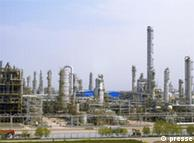 BASF eröffnet ein Werk in Nanjing, zusammen mit dem chinesischen Konzern Sinopec Ölraffenerie Öl  China