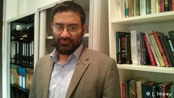 Osama Hasan in the Quilliam Foundation building (Photo: DW / Joanna Impey)