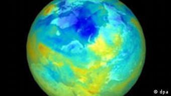 Das NASA-Satellitenfoto dokumentiert die Größe des Ozonlochs über der Arktis im Winter 1999/2000