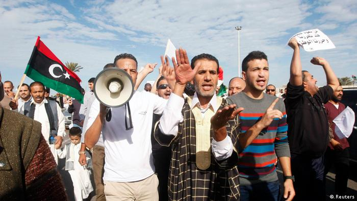 Protesters march during a demonstration calling on militiamen to leave, in Tripoli November 15, 2013. (Photo: REUTERS/Ismail Zitouny)